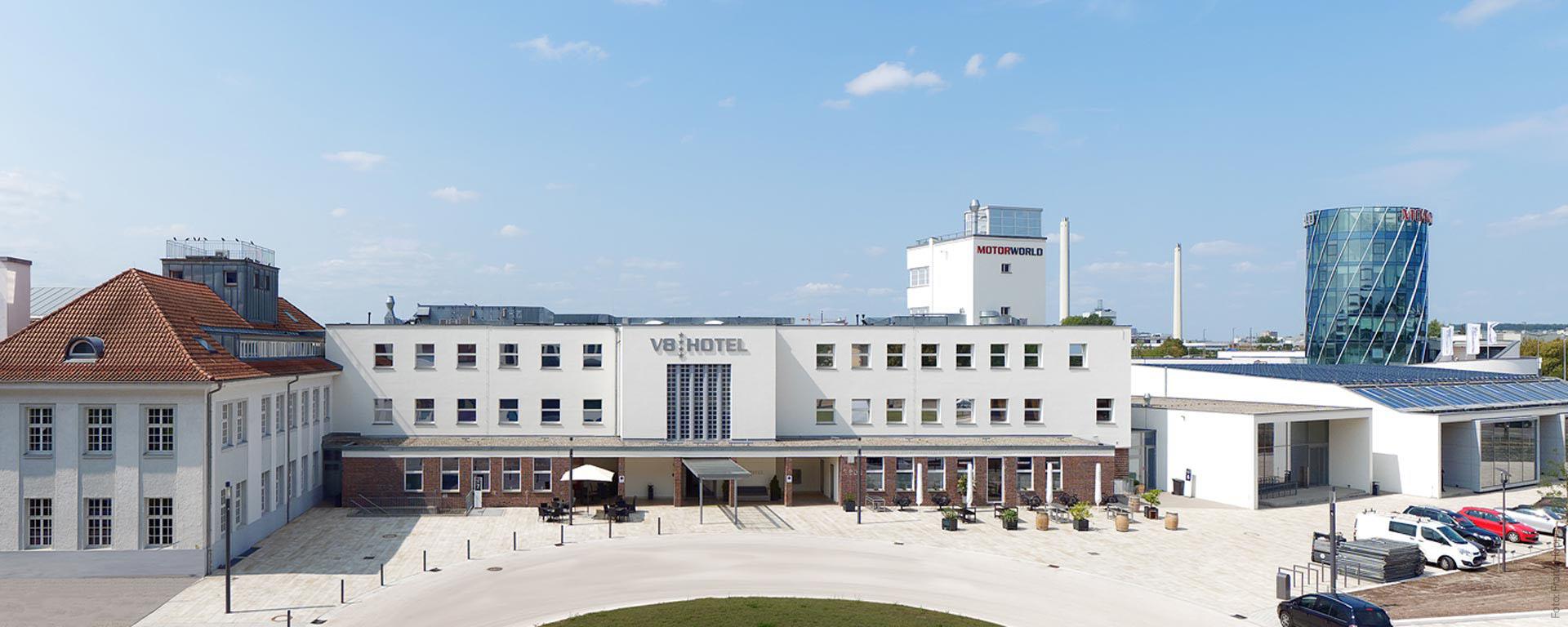 V8 HOTEL & V8 HOTEL CLASSIC: Das Automobile vier Sterne Superior Themenhotel / Designhotel in Böblingen (BB) Flugfeld, MOTORWORLD REGION STUTTGART