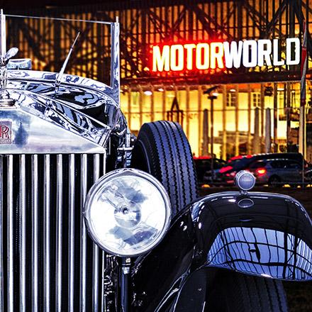 Machen Sie das V8 HOTEL in der MOTORWORLD Region Stuttgart zum Ausgangspunkt Ihrer Automobil-Museums-Tour mit dem Porsche und dem Mercedes-Benz-Museum