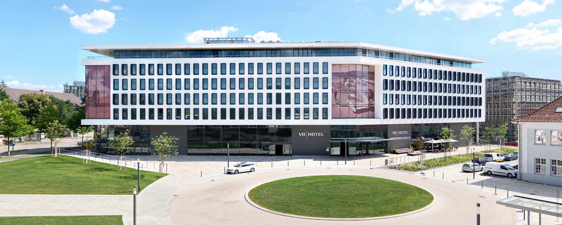 V8 HOTEL & V8 HOTEL CLASSIC MOTORWORLD REGION STUTTGART: Das Automobile vier Sterne Superior Themenhotel / Designhotel in Böblingen (BB) Flugfeld