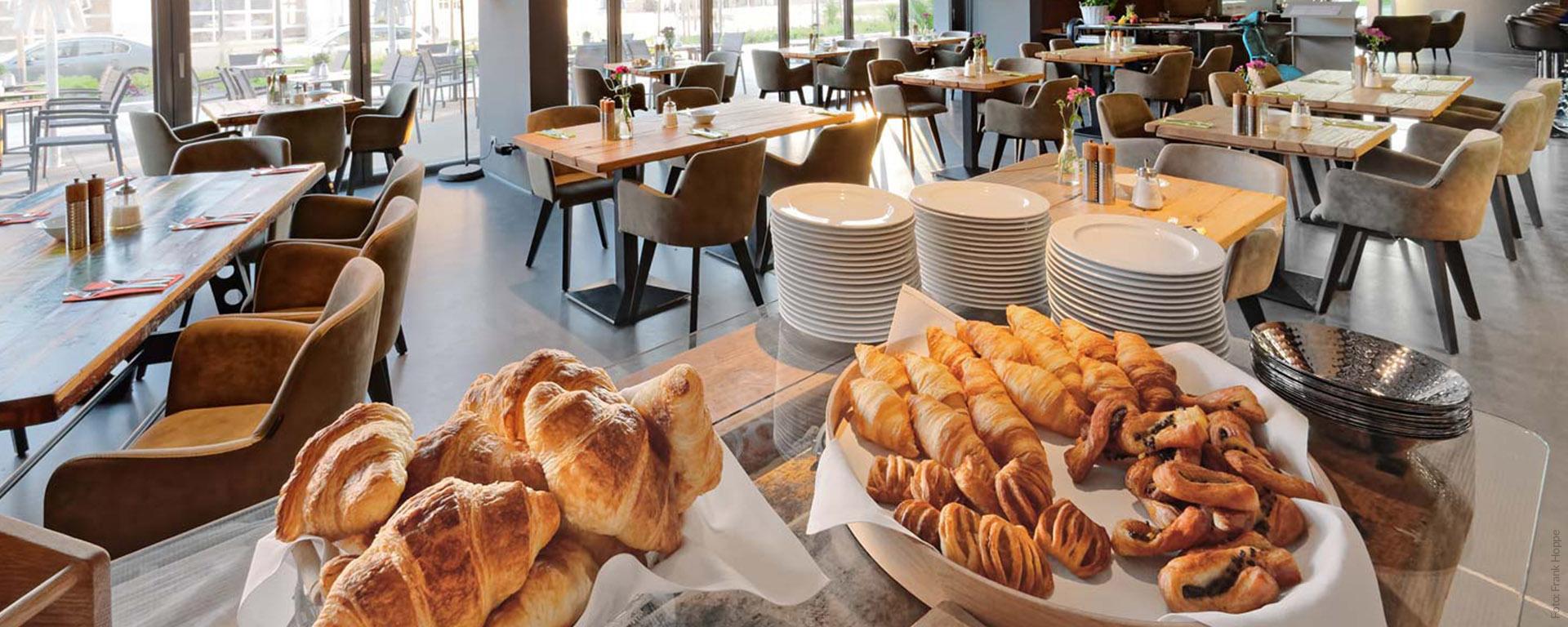 """V8 Hotel Restaurant """"PICK-UP"""" in BB (Böblingen) bietet täglich ein reichhaltiges Frühstücks-Buffet auch für Gäste von aussen. Reservieren Sie rechtzeitig!"""