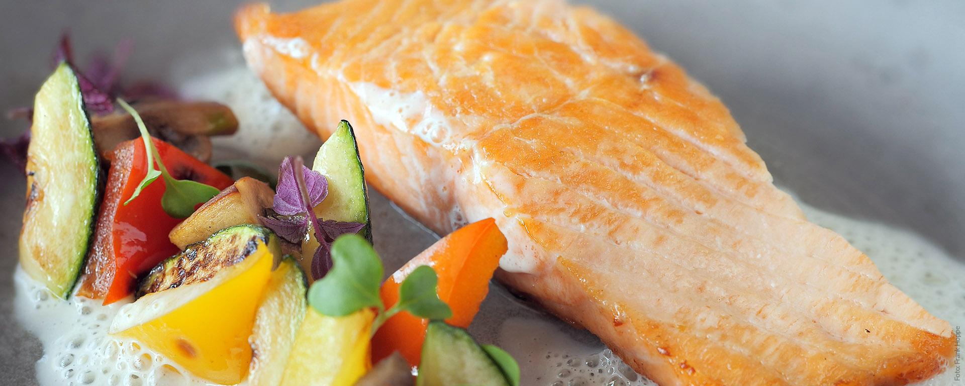 Dinner & Abendessen in Böblingen. Im V8 Hotel Restaurant können Sie gut essen - und den Abend an der Bar verbringen.