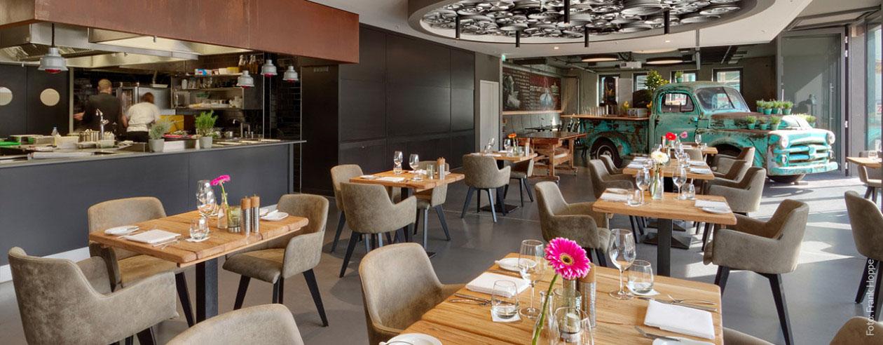 "Ab 6:00 Uhr: Frühstücks-Buffet im ""PICK-UP""-Restaurant des V8 HOTEL in Böblingen Flugfeld - Stadtmitte - Bahnhof"
