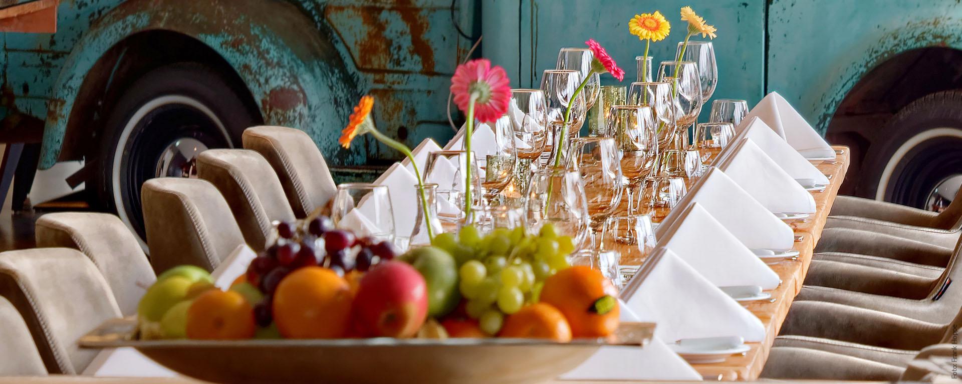NEU: Mittagstisch-Lunch & Business Lunch im V8 HOTEL- Restaurant: Zu Mittag essen in  der Nähe in BB: Flugfeld Böblingen